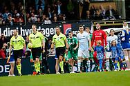 FODBOLD: Spillerne går på banen til kampen i ALKA Superligaen mellem FC Helsingør og OB den 24. juli 2017 på Helsingør Stadion. Foto: Claus Birch