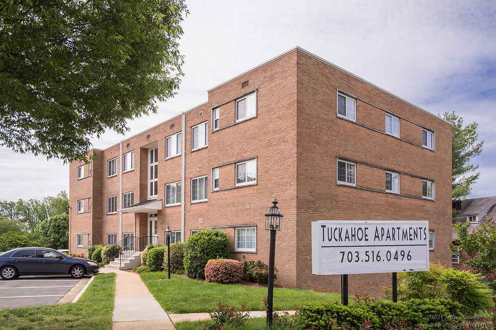 Exterior image of Tuckahoe Apartments In Arlington VA by Jeffrey Sauers of Commercial Photographics, Architectural Photo Artistry in Washington DC, Virginia to Florida and PA to New England