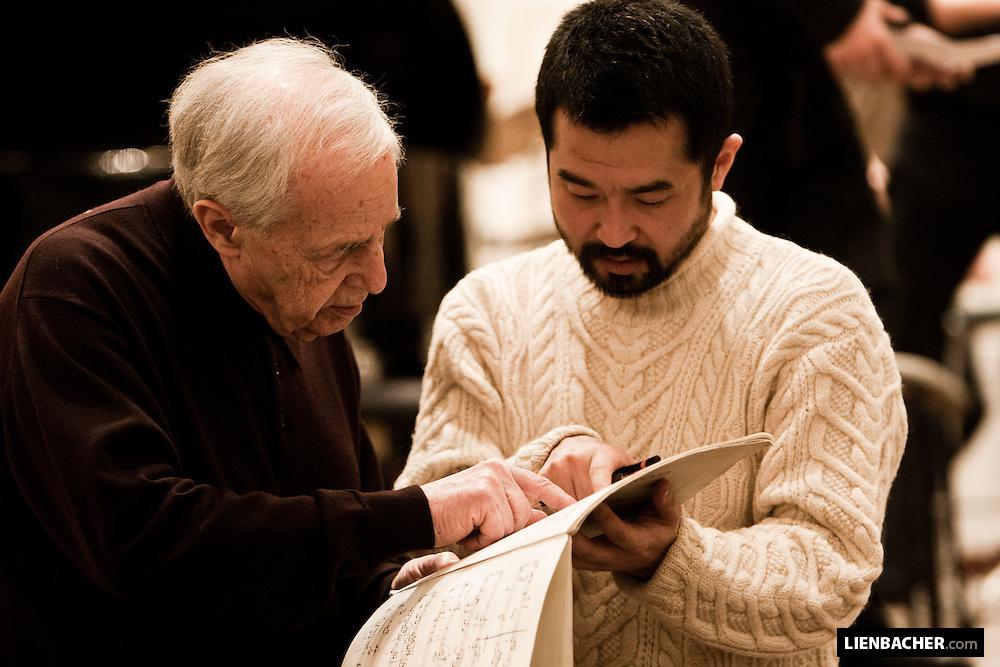 Pierre Boulez rehearsing with the Ensemble intercontemporain in the Grand Hall of the Mozarteum Salzburg. Mozartweek 2009, Photo: Wolfgang Lienbacher