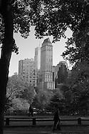 New York. central park in autumn. the skyline of central park south, Manhattan - United states / central park skyline pres de central park Plaza. Manhattan, New York - Etats-unis