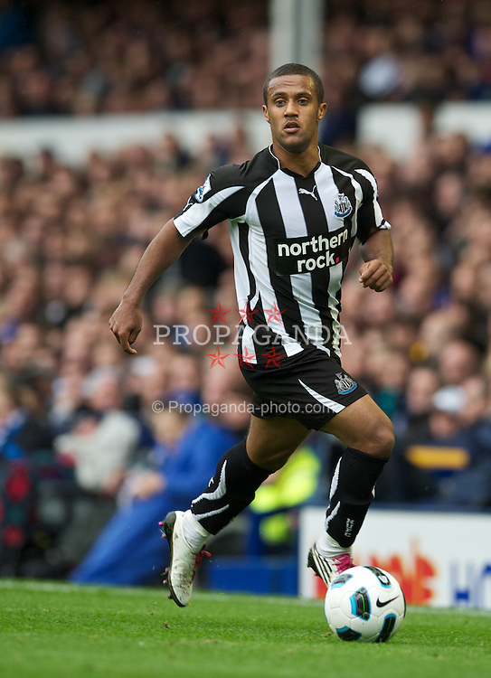 LIVERPOOL, ENGLAND - Saturday, September 18, 2010: Newcastle United's Wayne Routledge in action against Everton during the Premiership match at Goodsion Park. (Photo by David Rawcliffe/Propaganda)