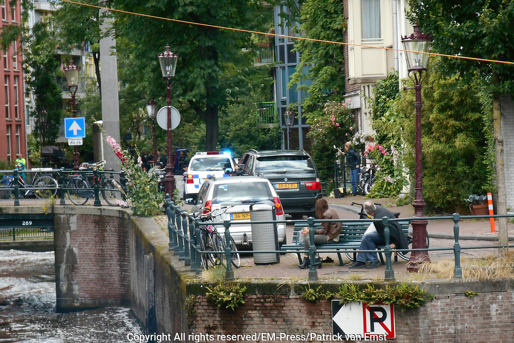 Filmen van een actiesc&egrave;ne van de Amerikaanse actiefilm The Hitman's Bodyguard op Amsterdamse straten<br /> <br /> Filming an action scene from the American action movie The Hitman's Bodyguard on Amsterdam's streets