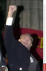 © Diego Giudice/KRT/ABACA. 46034-2. Buenos Aires-Argentina, 26/05/2003. Cuban president Fidel Castro speaks to thousands of people in front of the University Law School.  | 46034_02