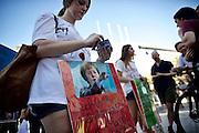 Frankfurt am Main | 27 August 2016<br /> <br /> Ein Samstag auf der Einkaufsstra&szlig;e Zeil in der Innenstadt von Frankfurt am Main, hier: Eine junge Frau h&auml;lt bei einer Kundgebung, die den Islam extrem kritisch angeht, ein Plakat mit der Aufschrift &quot;Auch an ihren H&auml;nden klebt Blut - Mama Merkel&quot; und einer Fotomontage, die die deutsche Bundeskanzlerin Angela Merkel zeigt, wie sie scheinbar den rechten Arm zum Hitlergru&szlig; erhebt.<br /> <br /> photo &copy; peter-juelich.com