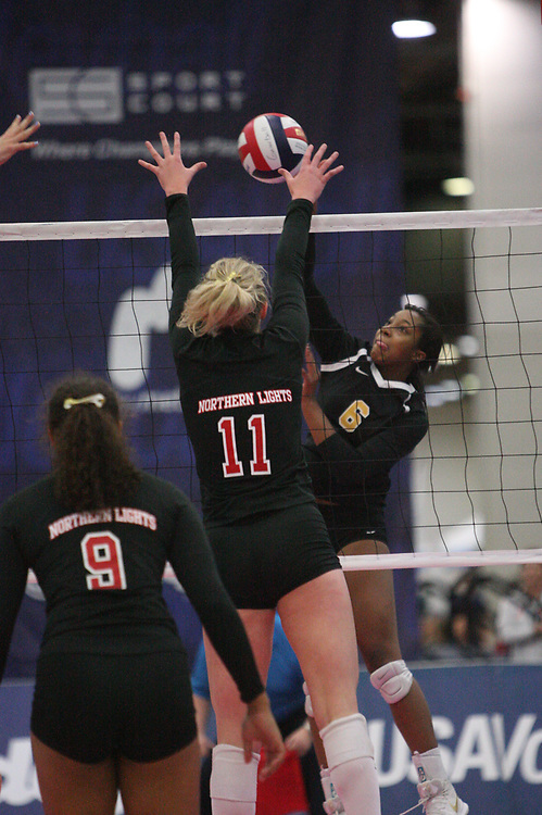 GJNC - July 2018 - Detroit, MI - 17 Open finals - Northern Lights (black and red) - Top Select (black and yellow) - Photo by Wally Nell/Volleyball USA