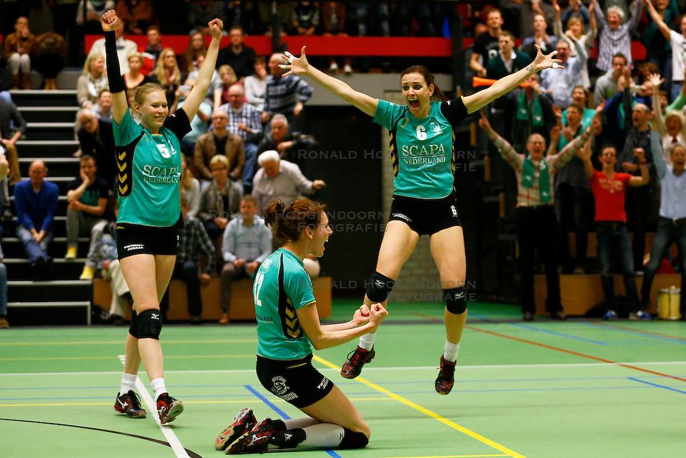 20140409 NED: Sliedrecht Sport - VV Alterno, Sliedrecht<br /> VV Alterno wint ook de 2de finale wedstrijd, vreugde na het laatste gewonnen punt, Quirine Oosterveld, Marlou Sommer, Barbara Knap<br /> &copy;2014-FotoHoogendoorn.nl / Pim Waslander