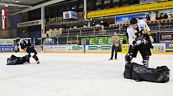 01.03.2011, Eisstadion Liebenau, Graz, AUT, EBEL, Playoffs Viertelfinale, Graz 99ers vs Vienna Capitals, im Bild Teilnehmer am Fan Contest, EXPA Pictures © 2011, PhotoCredit: EXPA/ S. Zangrando