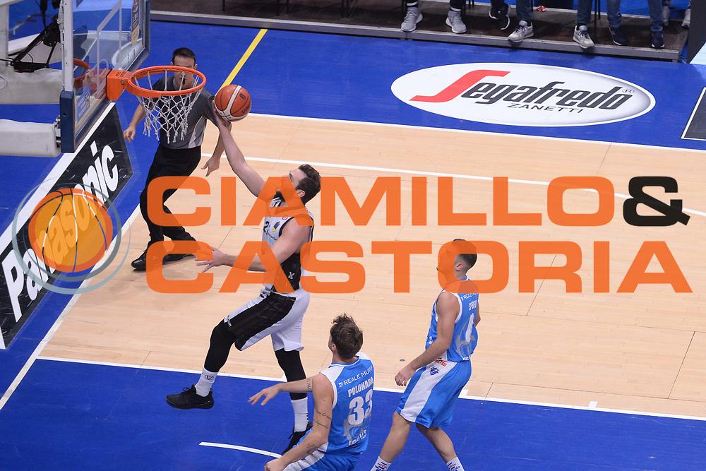 Stefano Gentile<br /> Segafredo Virtus Bologna - Banco di Sardegna Dinamo Sassari<br /> Lega Basket Serie A 2017/2018<br /> Bologna, 22/10/2017<br /> Foto M.Ceretti / Ciamillo - Castoria