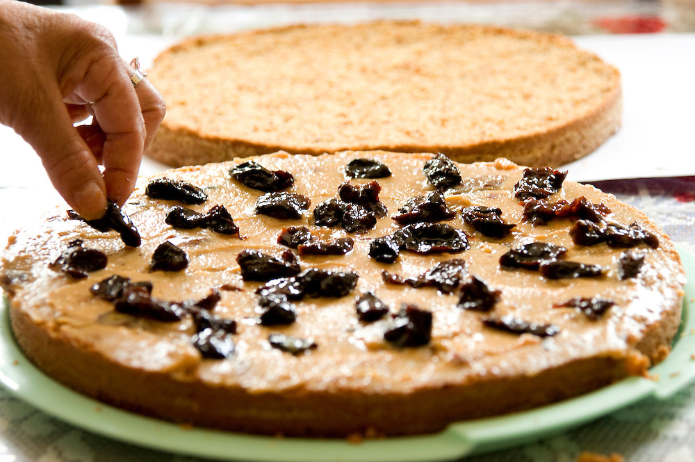 Jeceaba_MG, Brasil...Detalhe da mao fazendo bolo de amendoim...Detail of the hand making peanut coke...Foto: PEDRO SILVEIRA /  NITRO