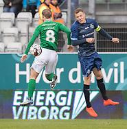 FODBOLD: Andreas Holm (FC Helsingør) i duel med Mikkel Agger (Viborg FF) under kampen i NordicBet Ligaen mellem Viborg FF og FC Helsingør den 24. marts 2019 på Energi Viborg Arena. Foto: Claus Birch