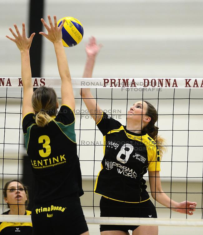 01-12-2012 VOLLEYBAL: PRIMA DONNA KAAS HUIZEN -  PRISMAWORX STRAVOC: HUIZEN<br /> Huizen wint met 3-2 van Stravoc / Renske Wijnen<br /> ©2012-FotoHoogendoorn.nl