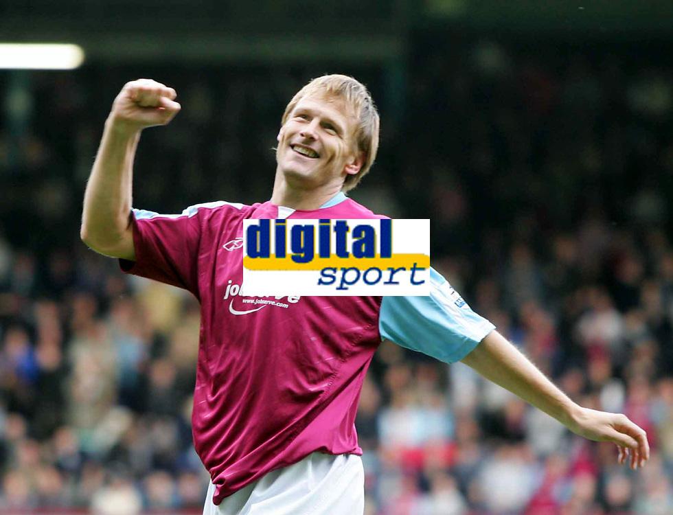 Fotball<br /> England 2005/2006<br /> Foto: Colorsport/Digitalsport<br /> NORWAY ONLY<br /> <br /> TEDDY SHERINGHAM SHOWS HIS DELIGHT AFTER SCORING WEST HAM FIRST GOAL<br /> Barclays Premiership<br /> 23.10.2005<br /> West Ham v Middlesborough