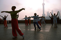 CHINA SHANGHAI MAY99 - Chinese women practice Tai Chi on the Bund early in the morning. ..jre/Photo by Jiri Rezac..© Jiri Rezac 1999..Contact: +44 (0) 7050 110 417.Mobile:  +44 (0) 7801 337 683.Office:  +44 (0) 20 8968 9635..Email:   jiri@jirirezac.com.Web:    www.jirirezac.com..© All images Jiri Rezac 1999 - All rights reserved.