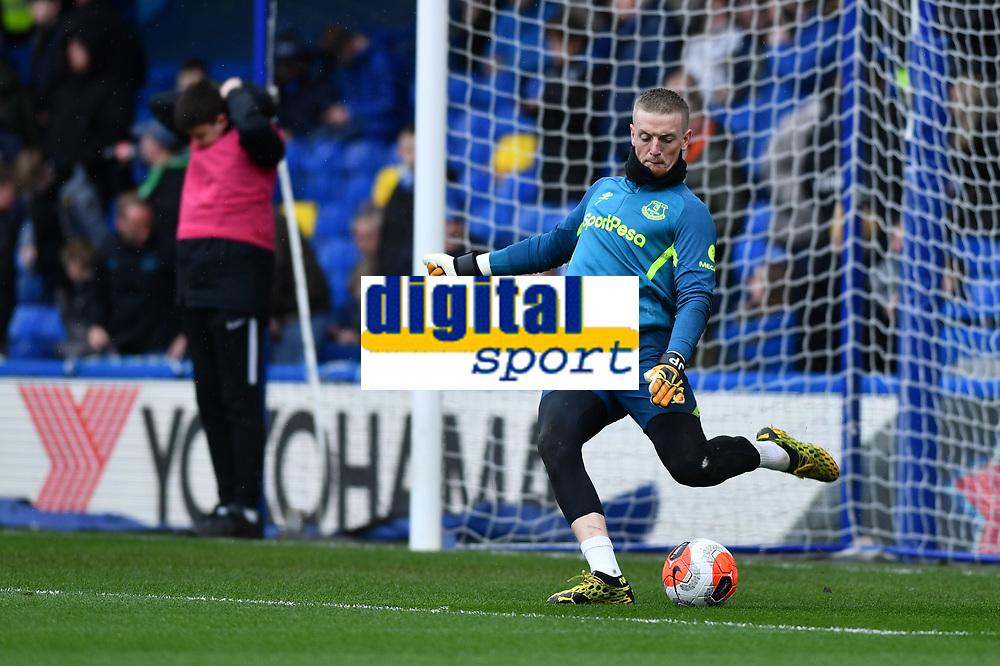 Football - 2019 / 2020 Premier League - Chelsea vs. Everton<br /> <br /> Everton's Jordan Pickford during the pre-match warm-up, at Stamford Bridge.<br /> <br /> COLORSPORT/ASHLEY WESTERN