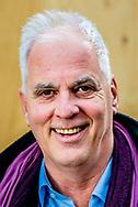 den haag - portret van Ron fresen nos binnenhof Ron Fresen is een Nederlands politiek verslaggever, werkzaam voor de NOS. Fresen was in 1987 één van de initiatiefnemers bij de oprichting van het regionale radiostation Radio West in Den Haag. ROBIN UTRECHT