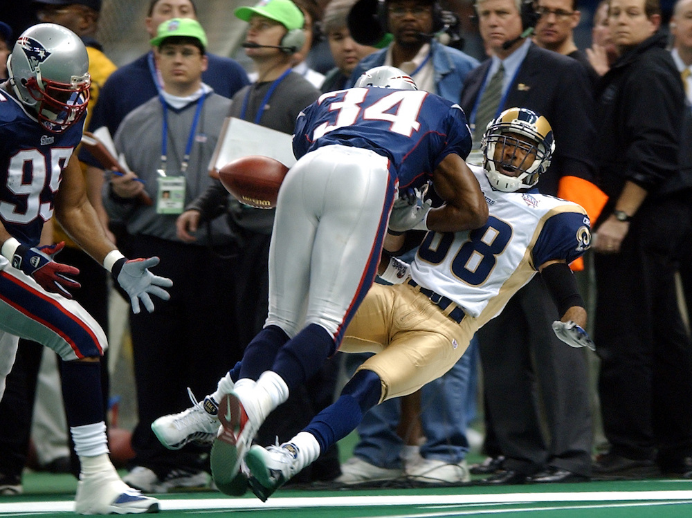 (2/3/02 New Orleans, Lousiana) Super Bowl Patriots vs Rams.  Patriot Tebucky Jones (34) braks up a pass to (88) Torry Holt in the first quarter. (020302patsmjs-Staff photo byMichael Seamans. Saved in photo mon/FTP.)