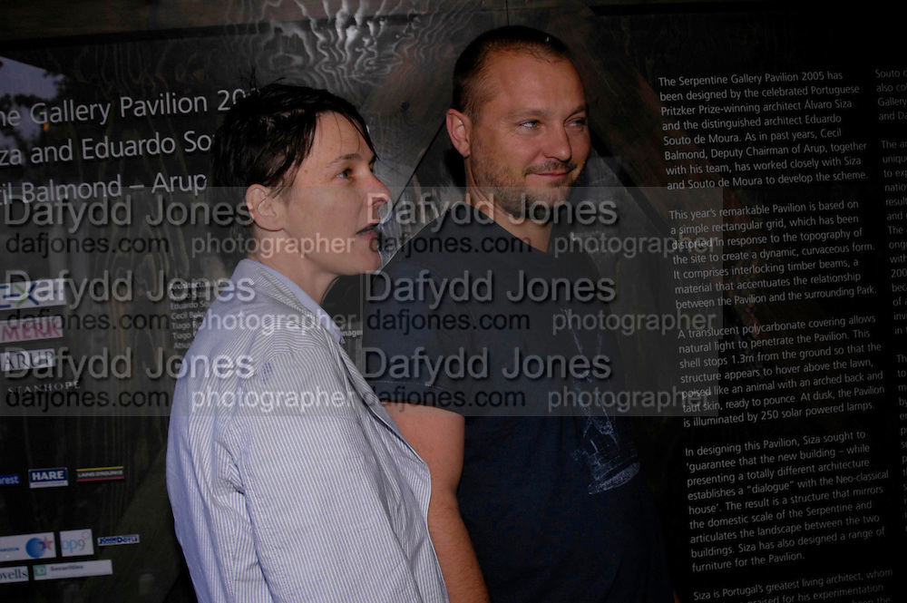 Sadie Coles and Juergen Teller. The Serpentine Summer party co-hosted by Jimmy Choo. The Serpentine Gallery. 30 June 2005. ONE TIME USE ONLY - DO NOT ARCHIVE  © Copyright Photograph by Dafydd Jones 66 Stockwell Park Rd. London SW9 0DA Tel 020 7733 0108 www.dafjones.com
