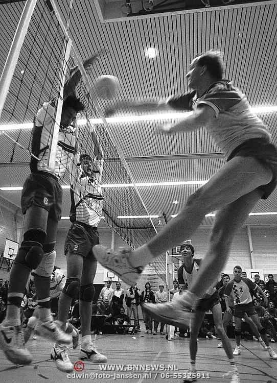 Volleyball Huizen 1 speelt in de competitie