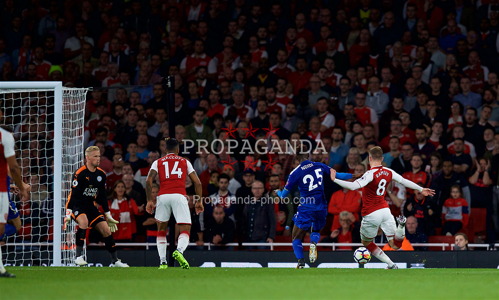 LONDON, ENGLAND - Friday, August 11, 2017: Arsenal's Aaron Ramsey scores the third goal to equalise at 3-3 during the FA Premier League match between Arsenal and Leicester City at the Emirates Stadium. (Pic by David Rawcliffe/Propaganda)