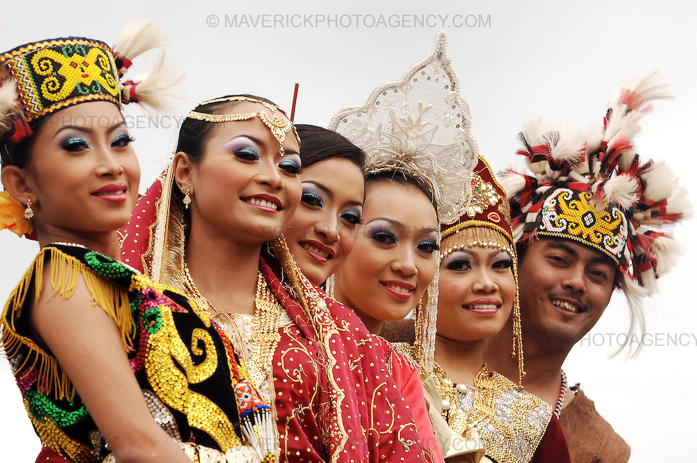 Malaysian State dancers - Johor Heritage Foundation unveiled at the Malaysia Pavilion at Holyrood Park running from the Saturday 16th August until 22nd August.  Pictured Malaysian dancers from the Johor Heritage Foundation.