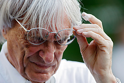 epa01875370 F1 supremo Bernie Ecclestone is seen in the paddocks of the Singapore Grand Prix Formula One (F1) Night Race circuit in Singapore 26 September 2009.The next race of the championships takes place tomorrow.  EPA/HOW HWEE YOUNG