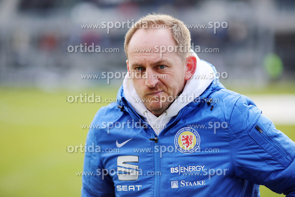 15.03.2015, Hardtwald, Sandhausen, GER, 2. FBL, SV 1916 Sandhausen vs Eintracht Braunschweig, 25. Runde, im Bild Thorsten Lieberknecht (Trainer/Eintracht Braunschweig) vor dem Spiel // during the 2nd German Bundesliga 25th round match between SV 1916 Sandhausen and Eintracht Braunschweig at the Hardtwald in Sandhausen, Germany on 2015/03/15. EXPA Pictures &copy; 2015, PhotoCredit: EXPA/ Eibner-Pressefoto/ Bermel<br /> <br /> *****ATTENTION - OUT of GER*****