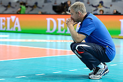 28-09-2015 NED: Volleyball European Championship Polen - Slovenie, Apeldoorn<br /> Polen wint met 3-0 van Slovenie / Coach Bruno Najdic<br /> Photo by Ronald Hoogendoorn / Sportida