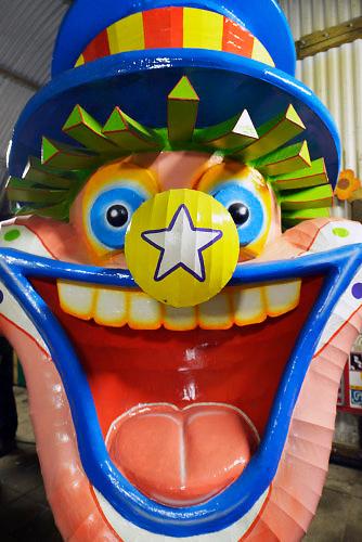 Nederland, Groesbeek, 31-1-2016Op verschillende plaatsen in Zuiden van Nederland, worden carnavalswagens, praalwagens, gebouwd in schuren en schuurtjes. Komend weekend is het carnaval. Omgeving Nijmegen.FOTO: FLIP FRANSSEN/ HH