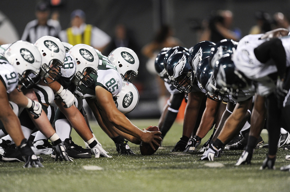 EAST RUTHERFORD, NJ - SEPTEMBER 3: A general view of the line of scrimmage before the snap in the game between the Philadelphia Eagles and the New York Jets on September 3, 2009 at Giants Stadium in East Rutherford, New Jersey. The Jets won 38-27. (Photo by Rob Tringali) *** Local Caption ***