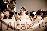 BATTIPAGLIA. OPERAI DI ALCATEL LUCENT E CITTADINI DI BATTIPAGLIA IN CORTEO CONTRO LA CHIUSURA DELL'AZIENDA