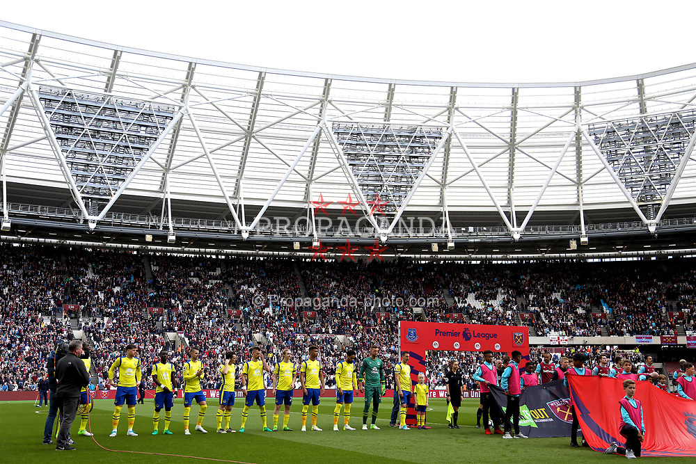 LONDON, ENGLAND - Saturday, April 22, 2017: Everton players line-up to face West Ham United during the FA Premier League match at the London Stadium. (Pic by David Rawcliffe/Propaganda)