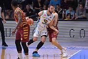 DESCRIZIONE : Cremona Lega A 2015-16 Play Off gara 2 Vanoli Cremona Umana Reyer Venezia <br /> GIOCATORE : Dragovic Nikola<br /> CATEGORIA :  Controcampo Penetrazione<br /> SQUADRA : Vanoli Cremona<br /> EVENTO : Campionato Lega A 2015-2016 GARA : Vanoli Cremona vs Umana Reyer Play Off gara 2<br /> DATA : 10/05/2016 <br /> SPORT : Pallacanestro <br /> AUTORE : Agenzia Ciamillo-Castoria/I.Mancini<br /> Galleria : Lega Basket A 2015-2016 Fotonotizia : Cremona Lega A 2015-16 PlayOff Gara 2  Vanoli Cremona Umana Reyer Venezia
