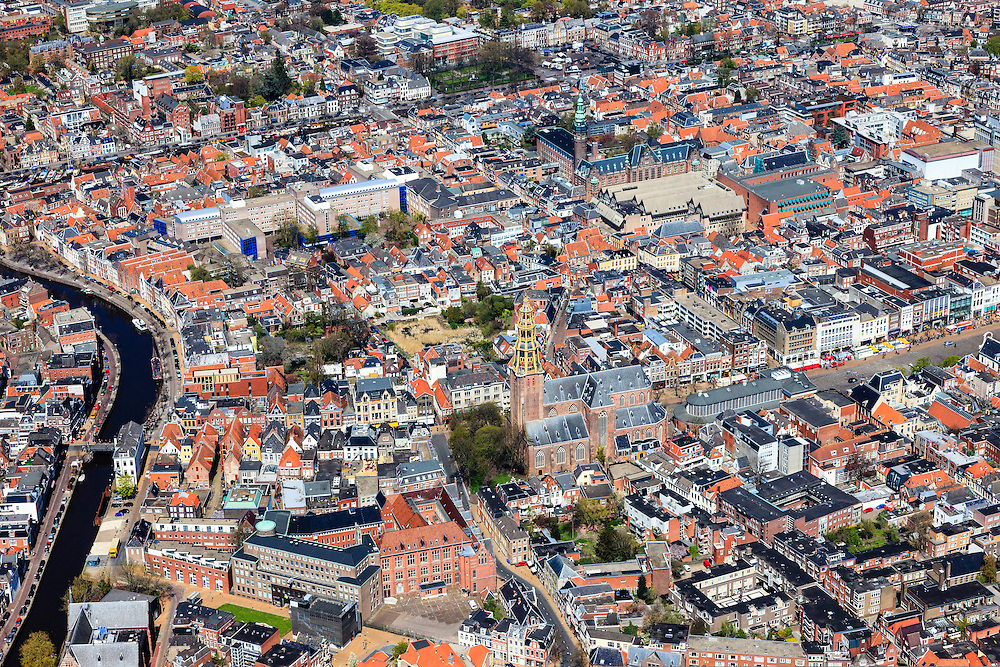 Nederland, Groningen, Groningen, 01-05-2013;<br /> Groningen-stad, centrum. Aa-kerk (Der Aa kerk) aan het Akerkhof, eveneens van het monopolyspel en Korenbeurs, de Vismarkt, verder het Academiegebouw en links de Hoge der A en de Lage der A.<br /> View on the city of Groningen, old town. <br /> luchtfoto (toeslag op standard tarieven)<br /> aerial photo (additional fee required)<br /> copyright foto/photo Siebe Swart
