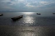 Playa del pueblo de Taimati en la costa del  golfo de San Miguel, Provincia de Darien,  Océano Pacífico de Panamá.   El golfo de San Miguel es el estuario más grande de Panamá, con una extensión de unos 1,760 km2.  La comunidad de Taimati  esta conformada por indígenas Embera-Wounaan y criollos dedicados principalmente a la pesca artesanal y cultivos como el arroz, yuca y plátanos.