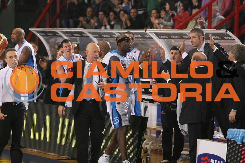 DESCRIZIONE : Napoli Lega A1 2007-08 Eldo Napoli Siviglia Wear Teramo <br /> GIOCATORE : Jumaine Jones Panchina Eldo Napoli<br /> SQUADRA : Eldo Napoli<br /> EVENTO : Campionato Lega A1 2007-2008<br /> GARA : Eldo Napoli Siviglia Wear Teramo<br /> DATA : 27/01/2008<br /> CATEGORIA : Esultanza<br /> SPORT : Pallacanestro <br /> AUTORE : Agenzia Ciamillo-Castoria/G.Ciamillo