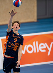 20-01-2019 NED: Talent Team Papendal - Achterhoek Orion, Ede<br /> Round 14 of Eredivisie volleyball. Orion win 3-01 of Talent Team / Twan Wiltenburg #9 of Orion
