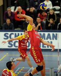 12-02-2011 VOLLEYBAL: AB GRONINGEN/LYCURGUS - DRAISMA DYNAMO: GRONINGEN<br /> In een bomvol Alfa-college Sportcentrum werd Dynamo met 3-2 (25-27, 23-25, 25-19, 25-23 en 16-14) verslagen door Lycurgus / Jarik Niebeek (#5)<br /> ©2011-WWW.FOTOHOOGENDOORN.NL