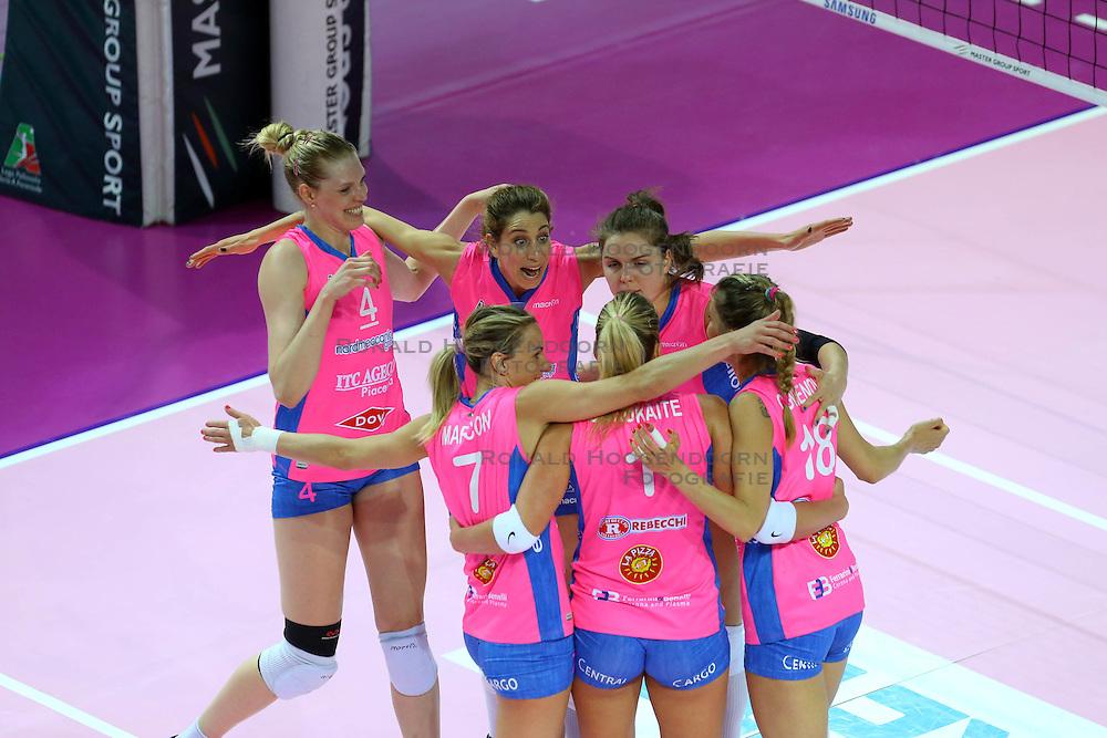 20-04-2016 ITA: Foppapedretti Bergamo - Nordmeccanica Piacenza, Bergamo<br /> Semi Final play-offs / Floortje Meijners, Yvon Belien<br /> <br /> ***NETHERLANDS ONLY***