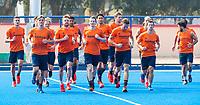 BHUBANESWAR (INDIA) -  Het Nederlands team trainde vanmorgen licht voor de wedstrijd tegen Canada bij het WK Hockey heren.  Oranje loopt uit . COPYRIGHT  KOEN SUYK
