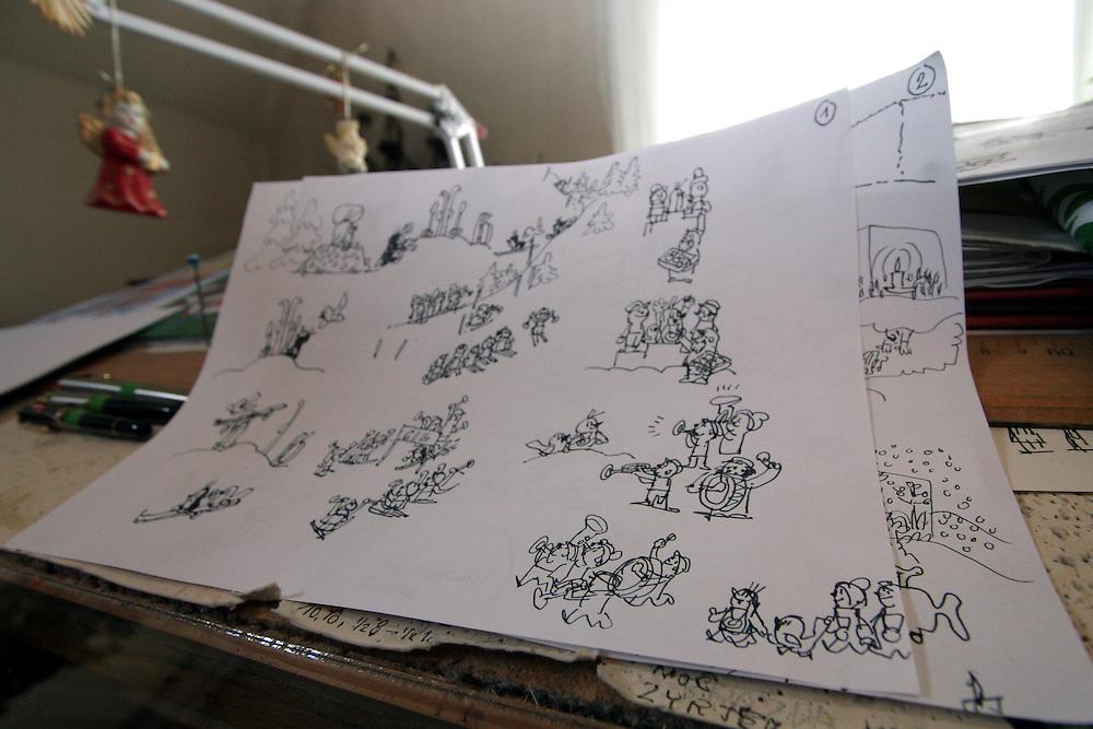 Prag/Tschechische Republik, CZE, 23.08.06: Der Schreibtisch und Entwürfe von ZDENEK MILER, dem großen alten Mann des tschechischen Trickfilms in seinem Atelier. Miler ist Autor des kleinen Maulwurf, tschechisch «Krtek», bekannt in Deutschland vor allem aus der «Sendung mit der Maus».