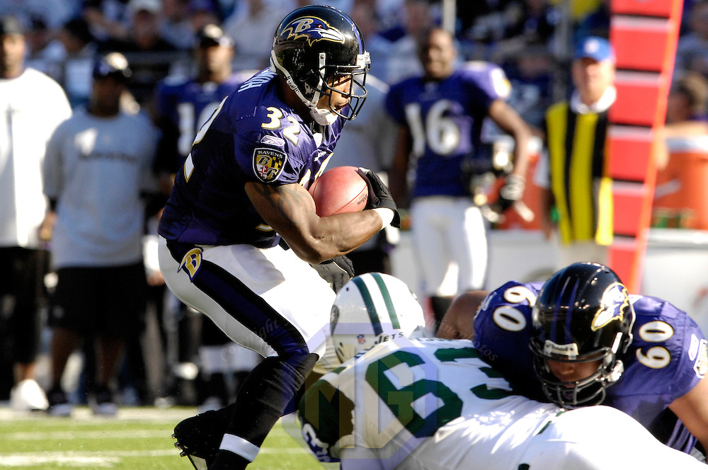 16 September 2007:  Baltimore Ravens running back Musa Smith (32) carries the ball for a 2 yard gain in the 2nd quarter against the New York Jets.  The Ravens defeated the Jets 20-13 at M&T Bank Stadium in Baltimore, Md. .