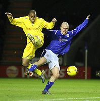 Photo: Pete Lorence.<br />Leicester City v Preston North End. Coca Cola Championship. 18/11/2006.<br />Matthew Hill and Iain Hume battle for the ball.