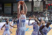 DESCRIZIONE : Cantu, Lega A 2015-16 Acqua Vitasnella Cantu' Enel Brindisi<br /> GIOCATORE : Jared Berggren<br /> CATEGORIA : Rimbalzo<br /> SQUADRA : Acqua Vitasnella Cantu'<br /> EVENTO : Campionato Lega A 2015-2016<br /> GARA : Acqua Vitasnella Cantu' Enel Brindisi<br /> DATA : 31/10/2015<br /> SPORT : Pallacanestro <br /> AUTORE : Agenzia Ciamillo-Castoria/I.Mancini<br /> Galleria : Lega Basket A 2015-2016  <br /> Fotonotizia : Cantu'  Lega A 2015-16 Acqua Vitasnella Cantu'  Enel Brindisi<br /> Predefinita :