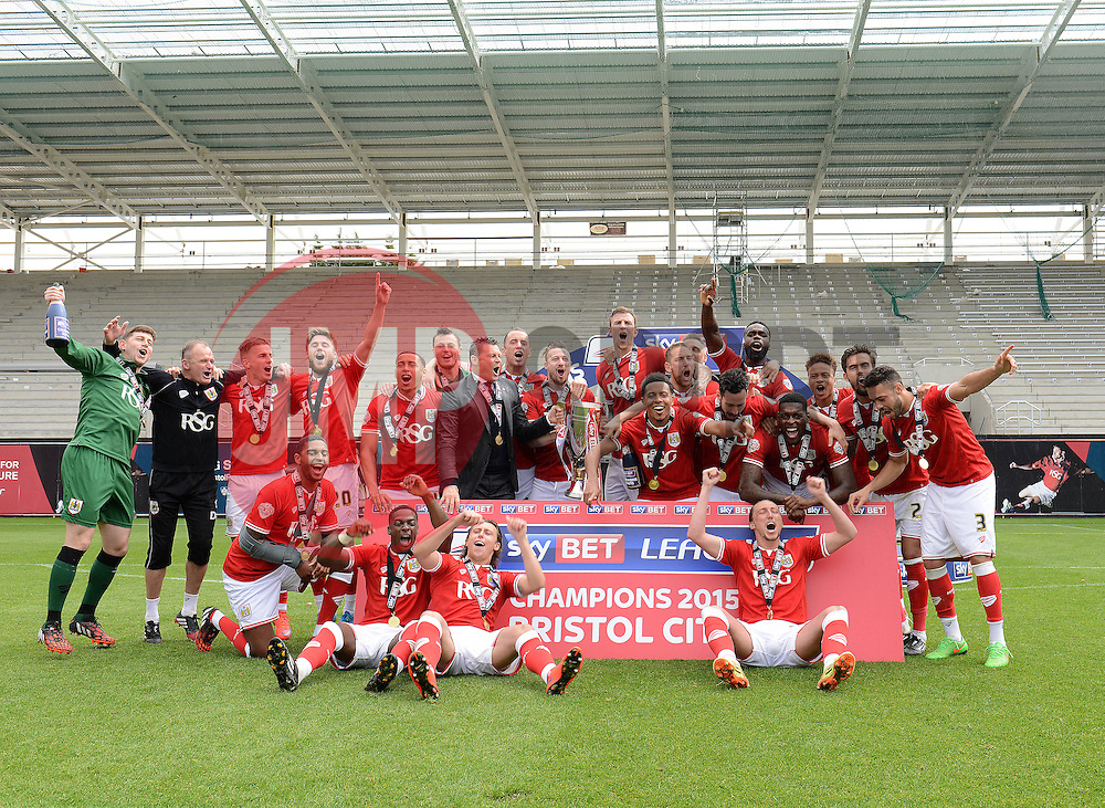 Bristol City celebrate as they are crowned champions of League One - Photo mandatory by-line: Dougie Allward/JMP - Mobile: 07966 386802 - 03/05/2015 - SPORT - Football - Bristol - Ashton Gate - Bristol City v Walsall - Sky Bet League One