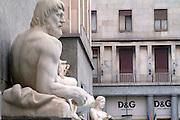 Torino La statua del Po in piazza CLN