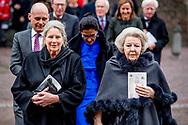 VLAARDINGEN - Prinses Mabel van Oranje tijdens de uitreiking van de Geuzenpenning aan de organisatie Girls Not Brides. De prinses (voorzitter) en Lakshmi Sundaram (directeur) van Girls Not Brides hebben de onderscheiding ontvangen. ANP ROYAL IMAGES ROBIN UTRECHT