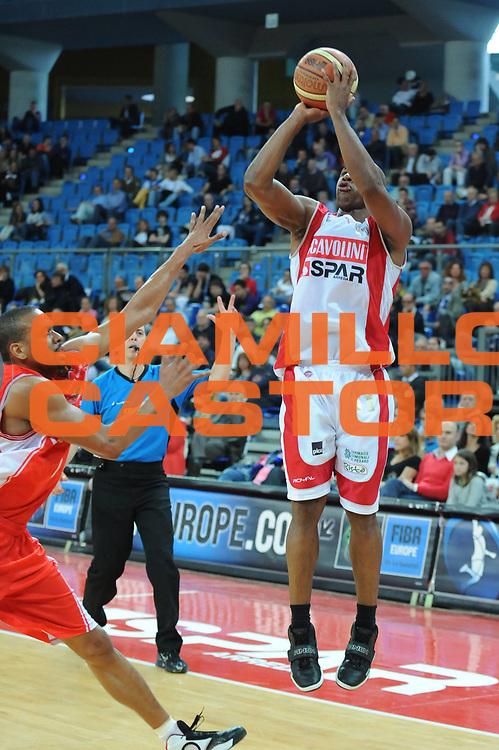 DESCRIZIONE : Pesaro Lega A 2009-10 Scavolini Spar Pesaro Cimberio Varese<br /> GIOCATORE : Michael Hicks<br /> SQUADRA : Scavolini Spar Pesaro<br /> EVENTO : Campionato Lega A 2009-2010<br /> GARA : Scavolini Spar Pesaro Cimberio Varese <br /> DATA : 16/05/2010<br /> CATEGORIA : tiro<br /> SPORT : Pallacanestro<br /> AUTORE : Agenzia Ciamillo-Castoria/M.Marchi<br /> Galleria : Lega Basket A 2009-2010 <br /> Fotonotizia : Pesaro Campionato Italiano Lega A 2009-2010 Scavolini Spar Pesaro Cimberio Varese<br /> Predefinita :