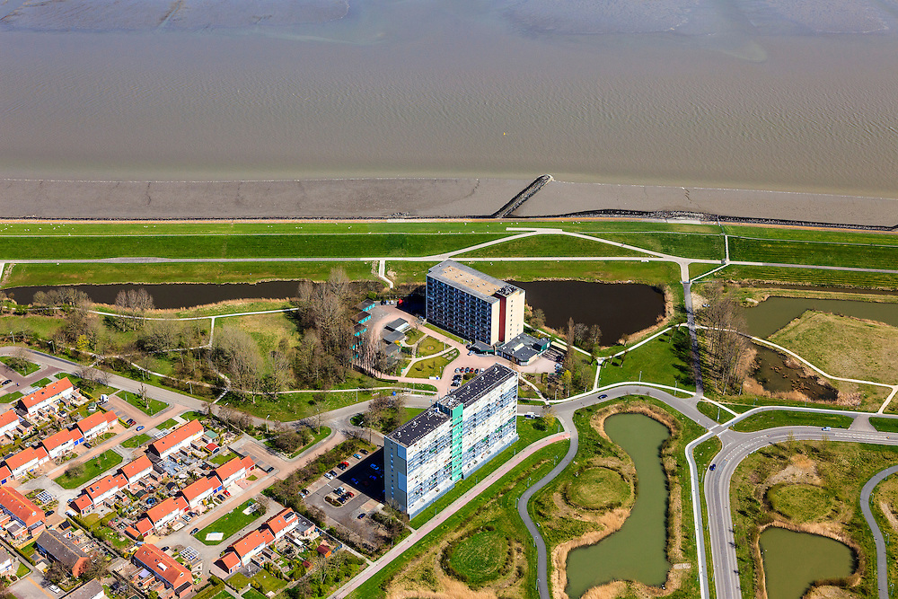Nederland, Groningen, Delfzijl, 01-05-2013; Kustweg in Delfzijl-Noord. De nieuwbouwwijk uit de jaren zestig - tachtig van de vorige eeuw. De wijk is vernieuwd na leegstand en veroudering.<br /> New district build in the sixties - eighties of the last century. The outdated district is renewed after a period of vacancy.<br /> luchtfoto (toeslag op standard tarieven);<br /> aerial photo (additional fee required);<br /> copyright foto/photo Siebe Swart