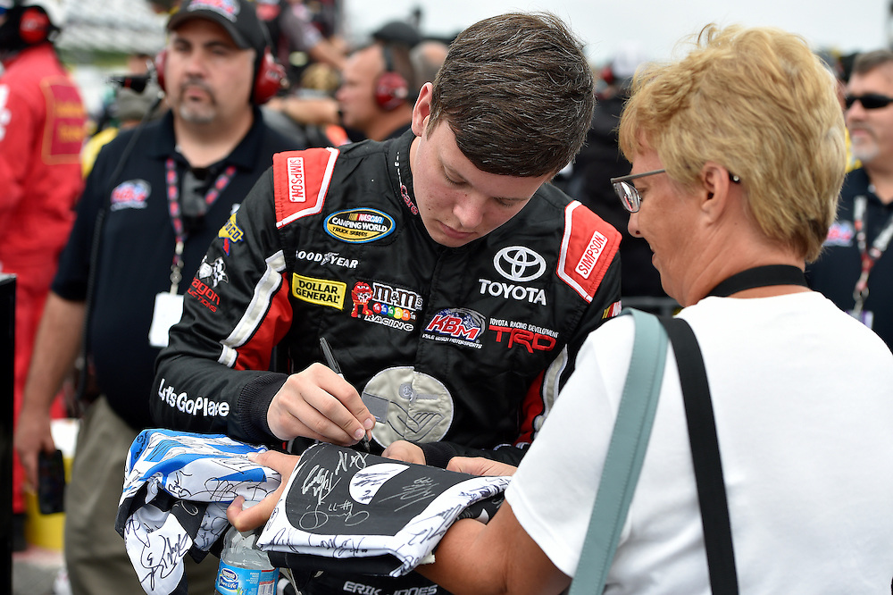 1-2 August, 2014, Long Pond, Pennsylvania USA<br /> Erik Jones signs an autograph for a fan<br /> &copy;2014, Scott R LePage <br /> LAT Photo USA