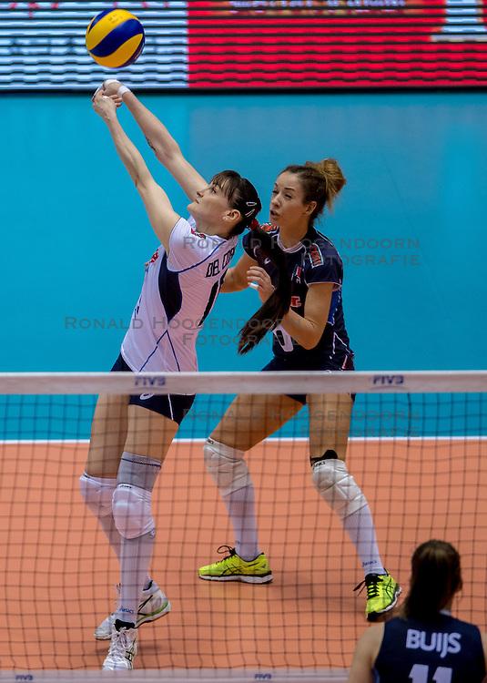 20-05-2016 JAP: OKT Italie - Nederland, Tokio<br /> De Nederlandse volleybalsters hebben een klinkende 3-0 overwinning geboekt op Itali&euml;, dat bij het OKT in Japan nog ongeslagen was. Het met veel zelfvertrouwen spelende Oranje zegevierde met 25-21, 25-21 en 25-14 / Monica De Gennaro #6 of Italie, Antonella Del Core #15 of Italie